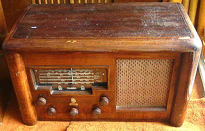 Columbus Wooden Radio Before Restoration.