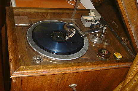 Letoile Console Turntable Area